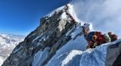 El atasco en el Everest que ha dado la vuelta al mundo deja 5 muertos | Foto: AFP vía El País