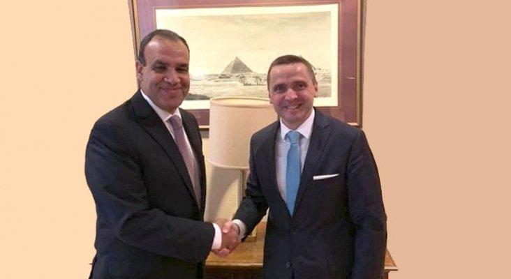 El embajador de Egipto, Badr Abdelatty, junto a Thomas Bösl, director general de rtk