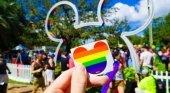 Disneyland se viste de los colores del arco iris para celebrar su primer orgullo gay |Foto: expoknews.com