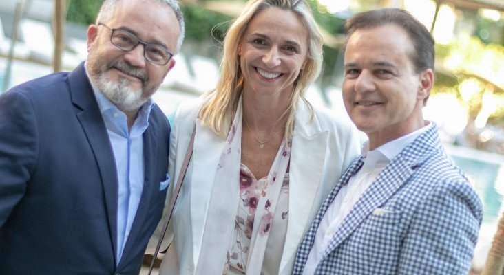 Ignacio Moll (Tourinews), María Frontera (presidenta de la FEHM) y Hans Müller (Thomas Cook) | Foto: Paolo Sapio