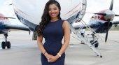 Mujer, negra y alta ejecutiva en una de las mayores aerolíneas de Bahamas | Foto: Weafrique Nations