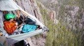 Aventuras, las nuevas experiencias inmersivas que ofrece Airbnb | Foto: Acampada en un acantilado en Colorado