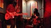 Andalucía liberaliza la música en directo en los bares   Foto: Concierto en el garito Ruido Rosa (Granada) vía ABC