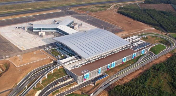 El aeropuerto de Santiago estrenará nombre