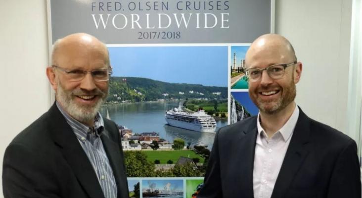 El director Gerente, Mike Rodwell felicitó al nuevo jefe de ventas y marketing, Justin Stanton