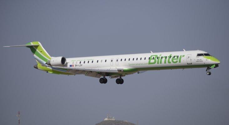 Bombardier abandona el mercado de aviones comerciales   Foto: Ángel Ortiz, Avión CRJ1000 de Binter