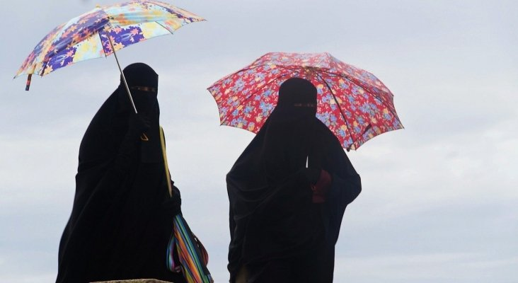 Túnez prohíbe el niqab en edificios públicos, pero no en playas y museos