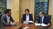 Alberto Ávila, director gerente de Hecansa; Cristóbal de la Rosa, viceconsejero de Turismo del Gobierno de Canarias; y José Manuel Garrido, director comercial Cajasiete