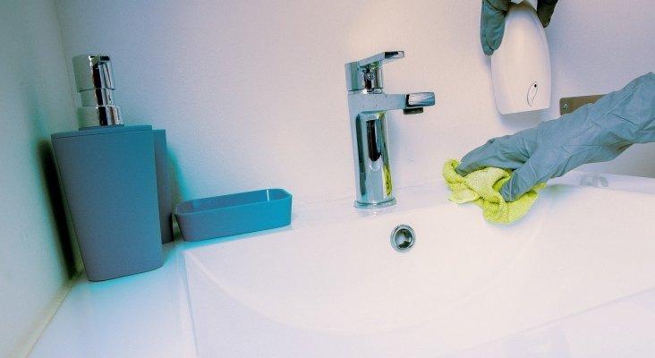 Hoteles españoles ofrecen descuentos por no limpiar la habitación