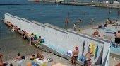 Un muro separa a hombres y mujeres en esta playa | Foto: Clarin