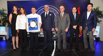 Martín Berasategui es premiado por la Academia Dominicana de Gastronomía
