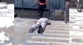 Brutal agresión a un guardaespaldas del rapero Future en el aeropuerto de Ibiza | Foto: BallertAlert vía Twitter