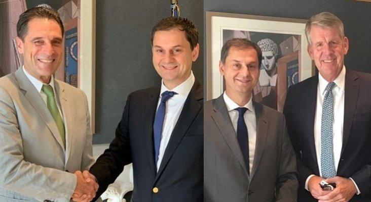 Peter Fankhauser, CEOs de Thomas Cook (izq.) junto con Haris Theoharis, nuevo ministro de turismo griego. A la dch. Fritz Joussen, director general de TUI-  Travel Weekly y news.gtp.gr
