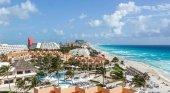 El sargazo y el exceso de oferta desatan una crisis hotelera en México