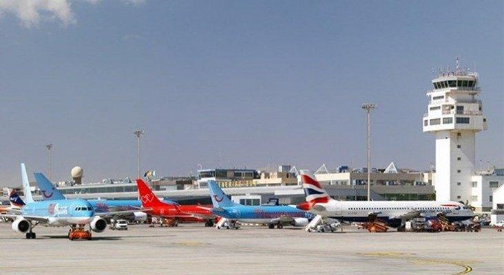 Aviones en aeropuerto de Gran Canaria (E/P)