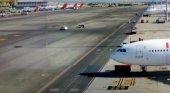 Chocan dos turismos en la pista del aeropuerto Madrid-Barajas |Imagen de los vehículos tras el impacto