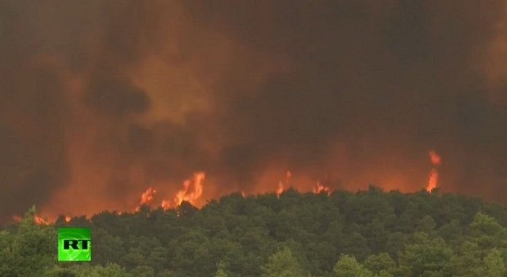 Virulento incendio arrasa la isla griega de Eubea | Foto: RT