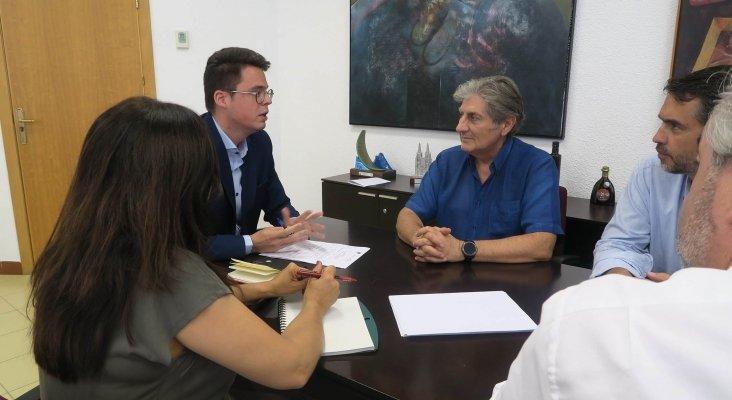 Francisco Javier Lozano, diputado de Promoción y Turismo de Jaén, con representantes de AEGVE