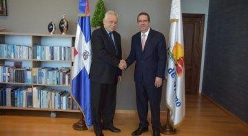 El ministro de Turismo de R. Dominicana recibe al embajador de Rusia| Foto: Vladimir Zaemskiy, embajador de Rusia (izq.), y Francisco Javier García, ministro de Turismo de República Dominicana