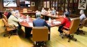 Los siete cabildos canarios tendrán representación en el Consejo de Promotur| Foto: Yaiza Castilla, consejera de Turismo, Industria y Comercio de Canarias (centro), con los representantes del sector turístico de las islas