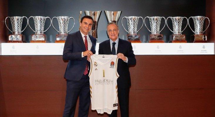 Abel Matutes junto a Florentino Pérez durante la firma del acuerdo