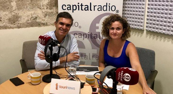Turismo predictivo: Héctor Fernández Manchado, Director Gerente de Turismo Lanzarote y Consejero Delegado de la Sociedad de Promoción Exterior de Lanzarote, y Erika Ramírez, presentadora del programa Bungalow 103
