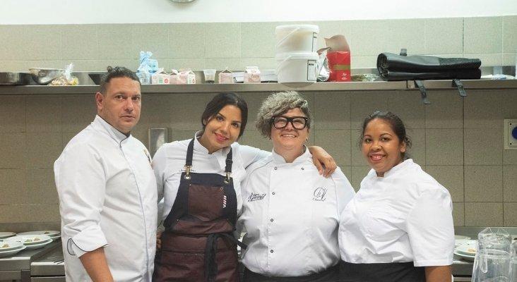 Chef Tita con otros chefs durante las jornadas