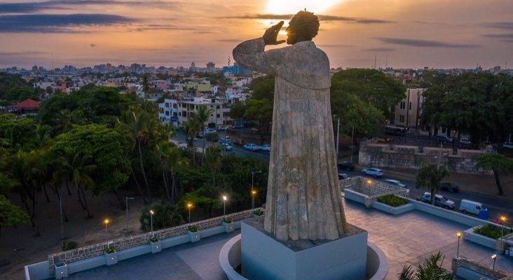 La rehabilitación de dos enclaves turísticos dispara las visitas a Santo Domingo   Foto: Monumento a Fray Antonio de Montesino- El Nuevo Diario