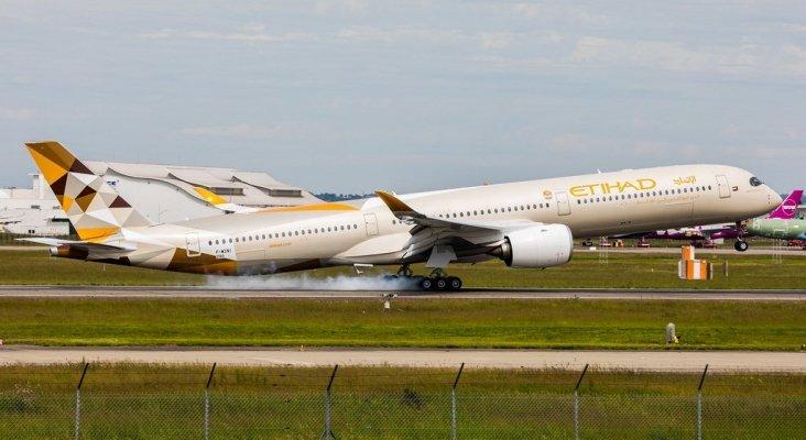 Etihad Airways almacena sus nuevos Airbus A350-1000   Foto:  Airlinerwatch