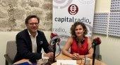 Tilman Kuttenkeuler, director general de la Fundación Auditorio y Teatro de Las Palmas de Gran Canaria, y Erika Ramírez, en el programa Bungalow103 dedicado al 'bleisure'