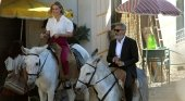 George Clooney se pasea en burro por Madrid | Foto: Ayuntamiento de Navalcarnero vía El Mundo