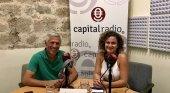 Ignacio Alonso Bilbao, Doctor en Ciencias del Mar y especialista en dinámica costera, y Erika Ramírez, presentadora de Bungalow103.