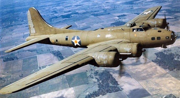 Un avión de la II Guerra Mundial se estrella dejando siete muertos