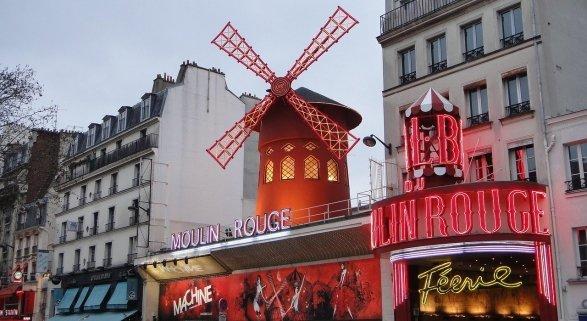 La alegría del Moulin Rouge toma las calles de París