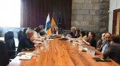 Canarias presenta sus medidas para enfrentar la quiebra de Cook | Foto: Ángel Víctor Torres, presidente de Canarias, en el centro