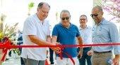 Dietmar Gunz y Samih Sawiris durante la inauguración de la nueva oficina internacional en El Gouna, Egipto