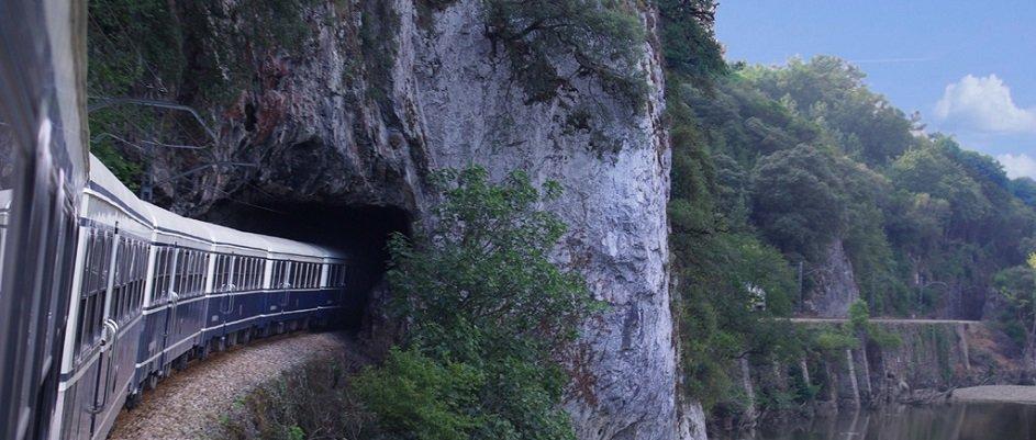 El tren Costa Verde Express, alternativa al turismo de sol y playa en el norte de España - Tourinews