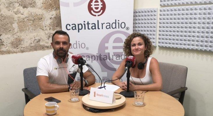 Cristian Cabrera, youtuber viajero, y Erika Ramírez, presentadora de Bungalow103.
