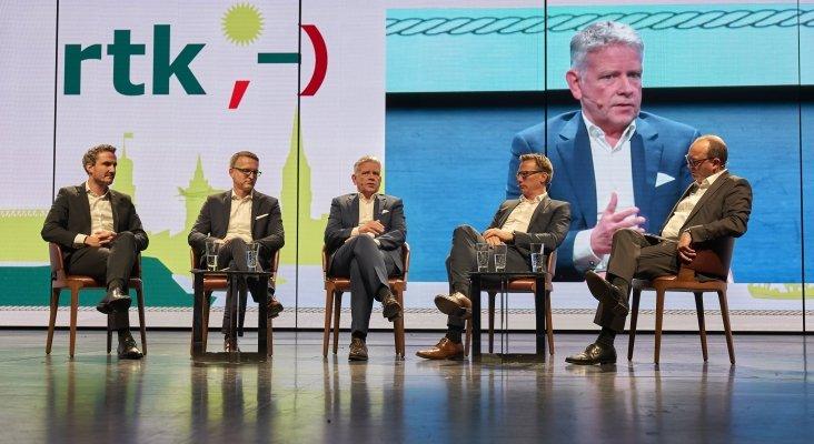 FTI, TUI, DER Touristik y CHECK24 debaten en el congreso de rtk, moderados por Carsten Deuster