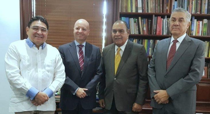 Izqda. a dcha. Miguel Calzada (CTN), Jesús Durán (Clúster de Samaná), Miguel Franjul (director Listín Diario) y Juan Bancalari (ATHESA)|Foto: Listín Diario
