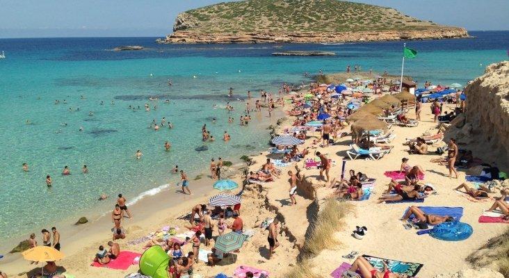"""El crecimiento turístico en Ibiza es """"insostenible"""" según informe oficial"""