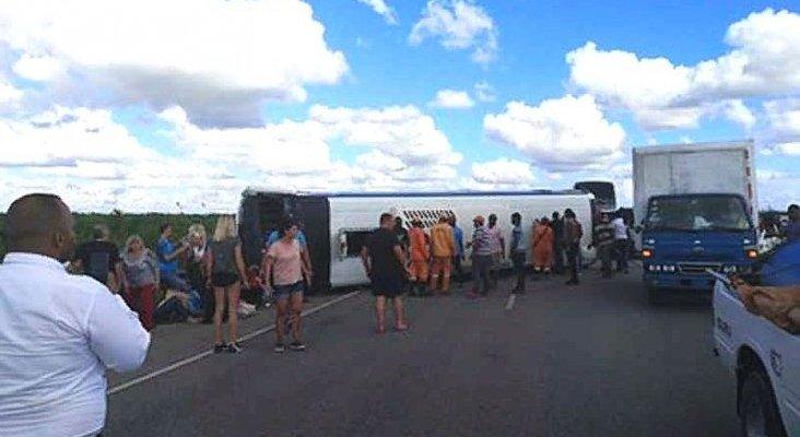 Accidente de autobús en R. Dominicana deja al menos 40 turistas heridos
