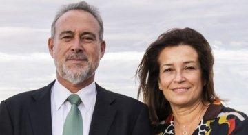 Luis Riu, CEO de RIU Hotels & Resorts, junto a su esposa, Isabel.