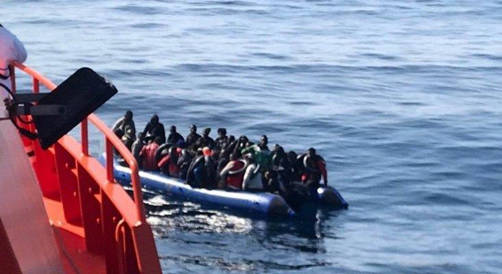 """La llegada de pateras a Canarias a """"niveles críticos"""", según la prensa británica"""