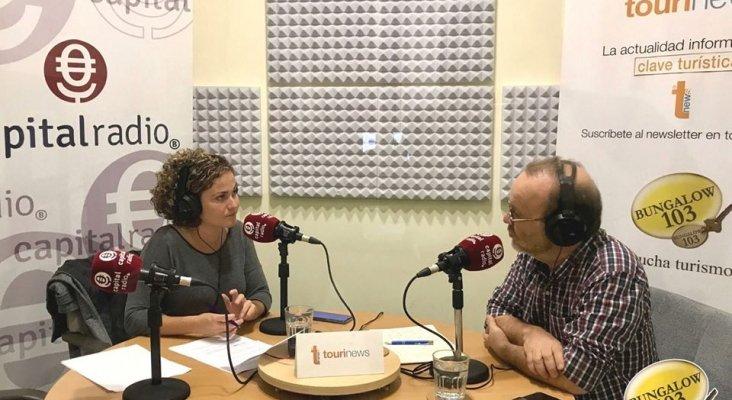 Michel Jorge Millares, periodista especializado en turismo, y Erika Ramírez, presentadora de Bungalow103, durante el programa dedicado a las rutas insólitas.
