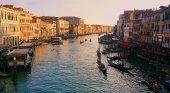 """Hoteleros: """"Venecia está obstruida por los turistas que no pernoctan"""""""