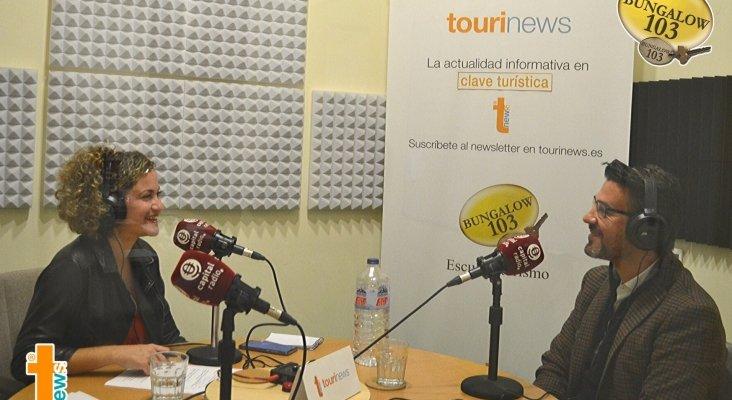 Fernando Calvo, director del hotel Bohemia Suites & Spa cinco estrellas, y Erika Ramírez, presentadora de Bungalow103, durante el programada dedicado a la operativa navideña.