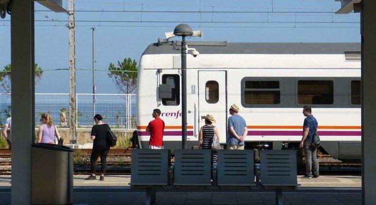 """Valladolid recibe medio millar de pasajeros a bordo de """"trenes temáticos"""""""