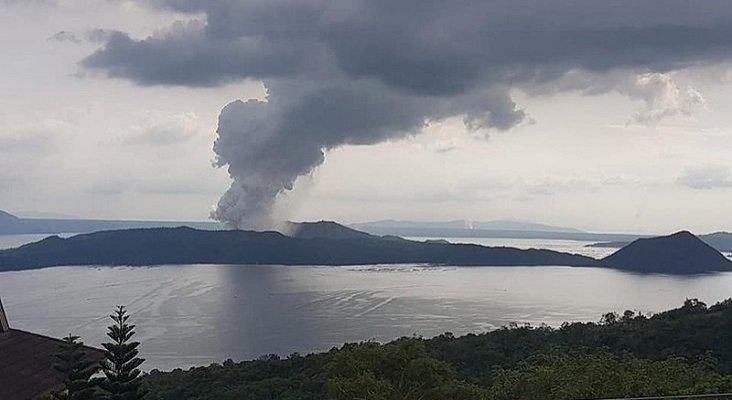 Más de 200 vuelos cancelados por la erupción del volcán Taal en Manila | Foto: Exec8 (CC BY-SA 4.0)