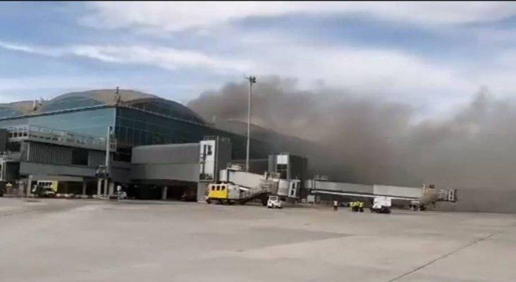 Evacúan el Aeropuerto de Alicante-Elche por incendio en la cubierta.  Twitter de @controladores